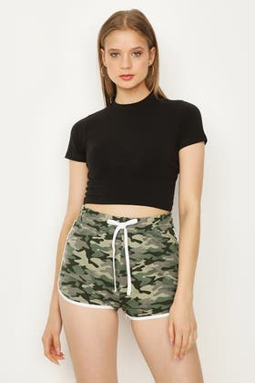 BLACK BASIC FITTED CROP TEE