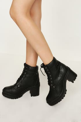 BLACK CHUNKY LACE UP ANKLE BOOT
