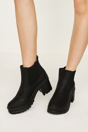 BLACK CHUNKY UNIT ANKLE BOOT
