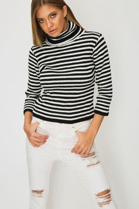 BLACK Cropped Long Sleeve Knitted Jumper