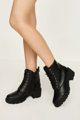 BLACK D RING TAPE WORKER BOOT