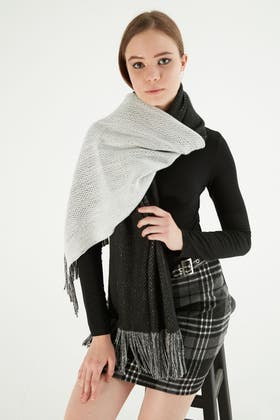 BLACK COLOUR BLOCK KNITTED SCARF