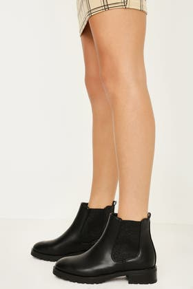 BLACK LOW CLEATED CHELSEA ANKLE BOOT