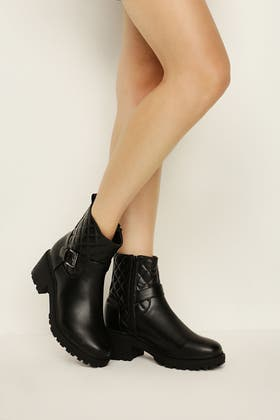 BLACK QUILTED BUCKLE DETAIL BOOTS