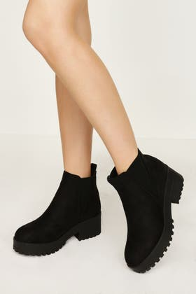 BLACK V CLEATED CHELSEA ANKLE BOOT