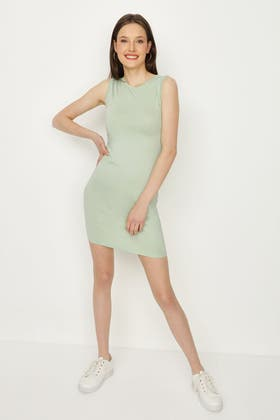SPRING GREEN BASIC RUCHED SIDE BODYCON DRESS