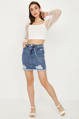 MIDWASH RIPPED SKIRT WITH CHAIN