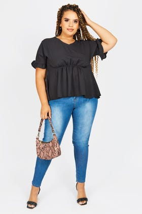 MIDWASH PLUS HIGHWAISTED JEANS WITH DISTRESS ON BACK POCKET