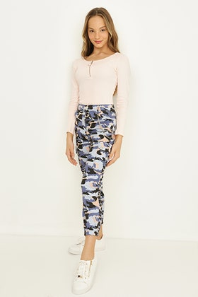 GIRLS BLUE CAMO CARGO TROUSERS WITH CHAIN