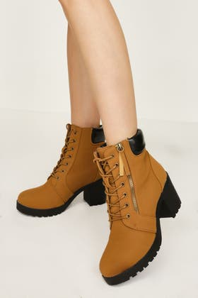 TAN PADDED COLLAR CLEATED ANKLE BOOT
