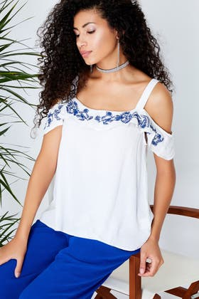 WHITE EMB COLD SHOULDER WOVEN TOP